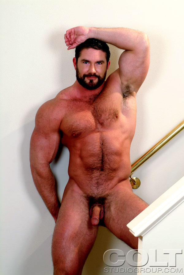 Hairy nude bodybuilder