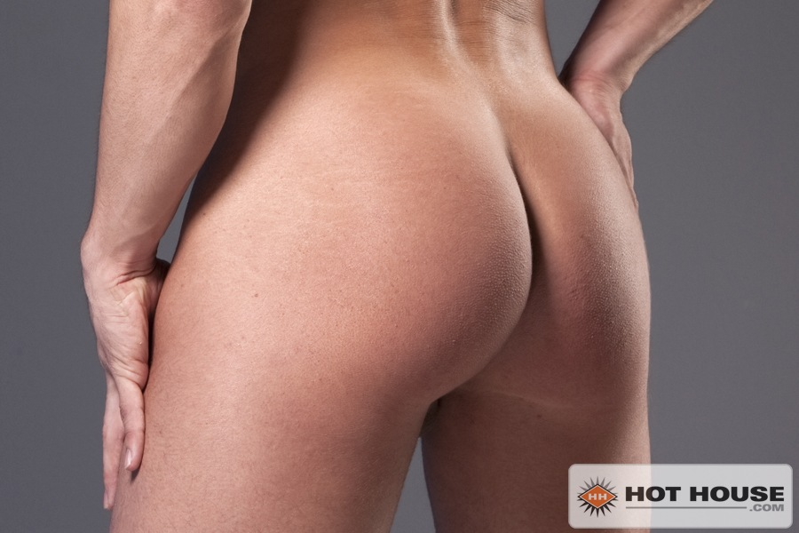 Muscle stud Phenix Saint naked at Suck A Boner