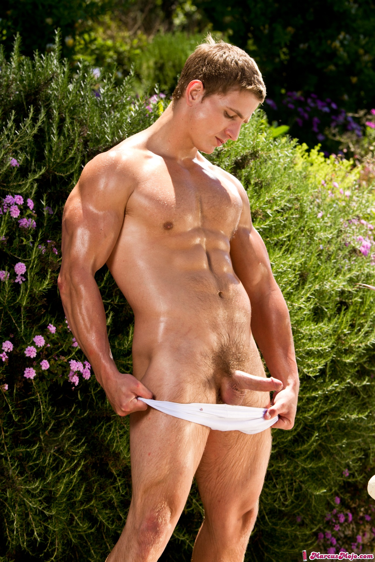 Hot gay the stud delivers towels as 9