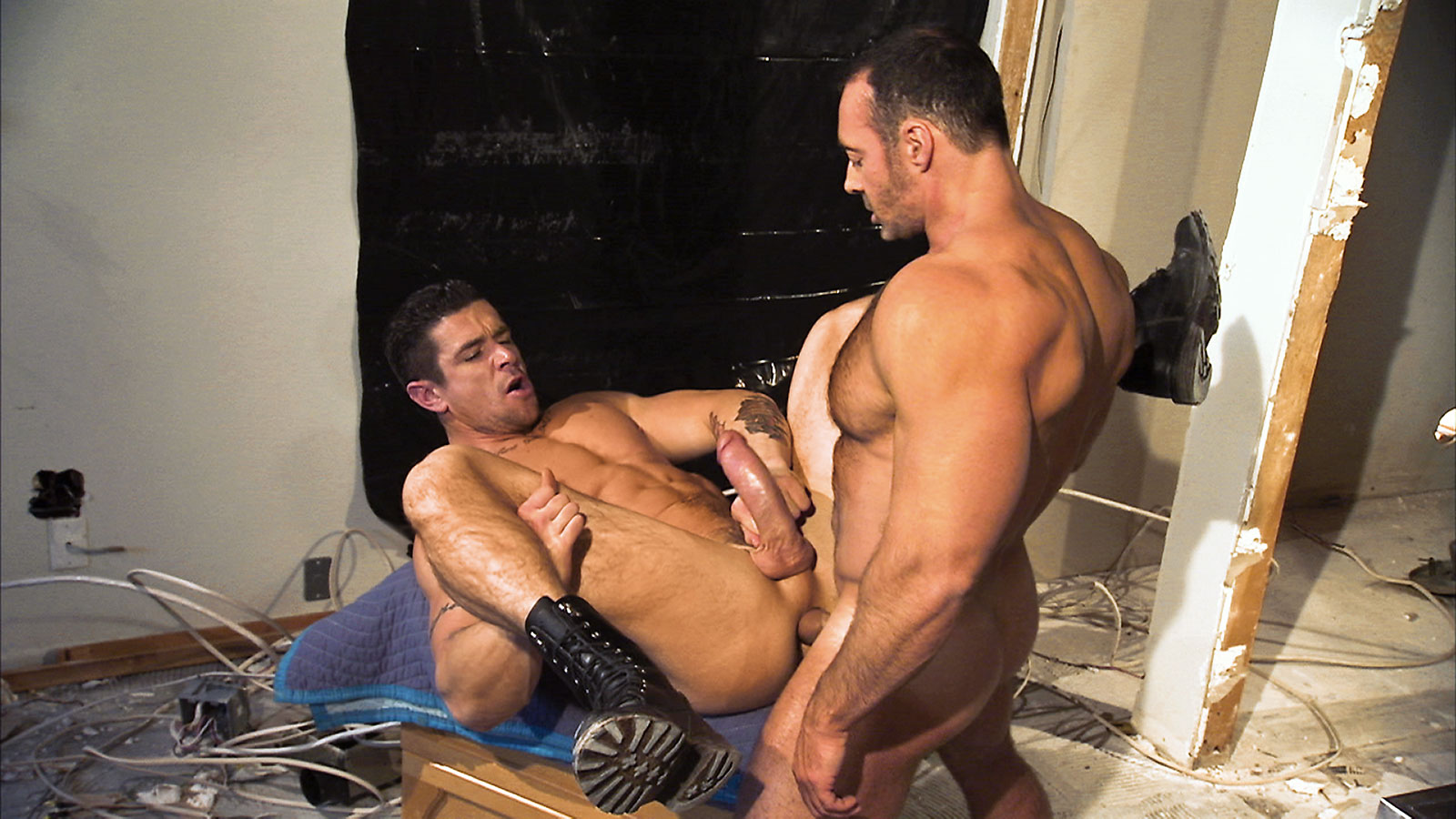 Порно с геями с качками