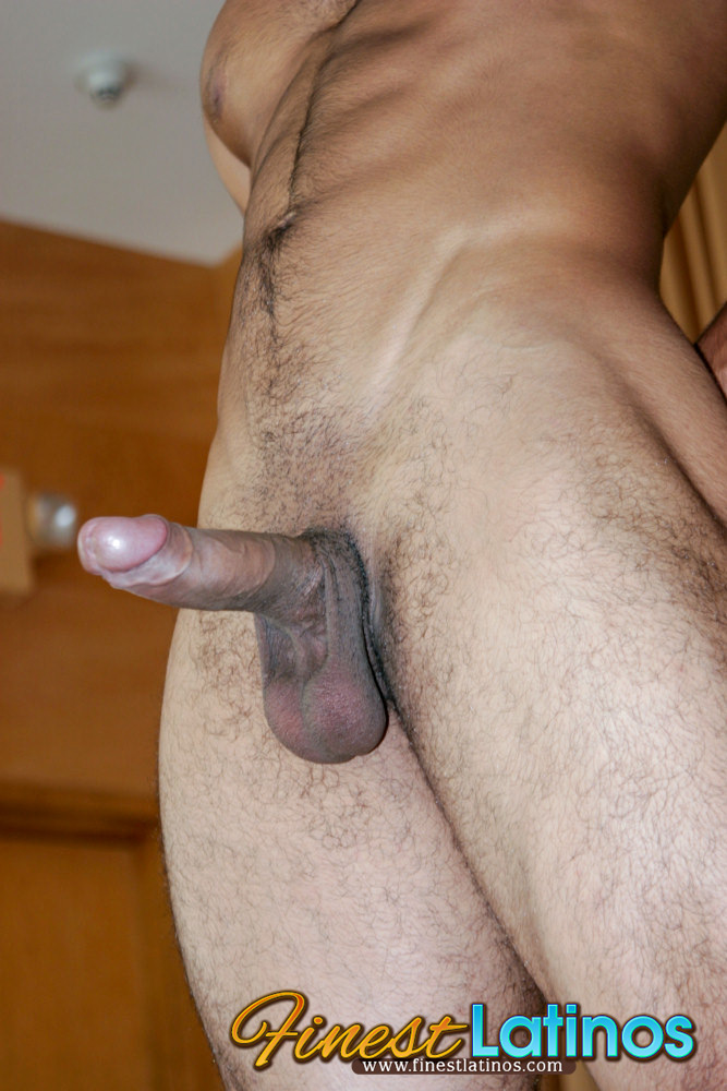 Latino Stud Jerks It